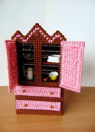 Вышитая мебель для кукол ручной работы на заказ