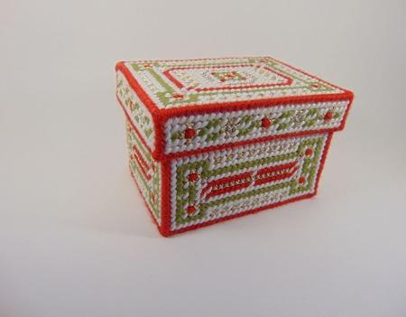 Вышитая подарочная шкатулка ручной работы на заказ