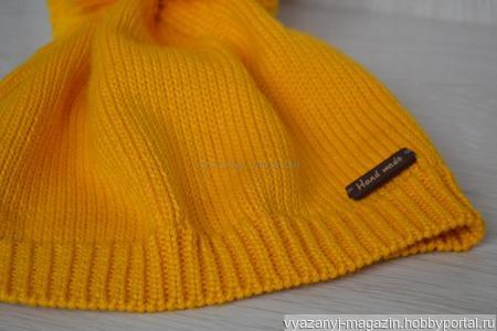 Шапка желтая с помпоном ручной работы на заказ