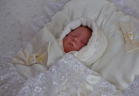 Шапочка для новорожденных,шапочка на выписку для малыша. ручной работы на заказ