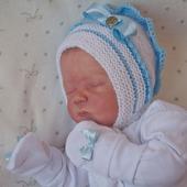 """Шапочка и пинетки.Вязанный  комплект для новорожденного """" Мишель"""""""