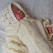"""Вязанный комплект .Конверт и шапочка для новорожденного """"нежные момент"""