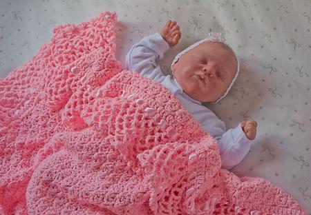 """Плед  вязанный для новорожденного  """"Коралловая роскошь"""" ручной работы на заказ"""
