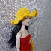 Шляпа и сумка на Барби