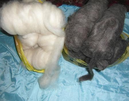 Козий пух белый, ленточкой (готовый для прядения) ручной работы на заказ