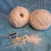 Белая пуховая пряжа, в основе с нитью №5