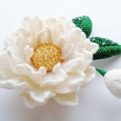 "Брошь-цветок ""Белый пион"""
