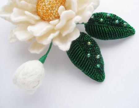"""Брошь-цветок """"Белый пион"""". Вышивка бисером и мокрое валяние ручной работы на заказ"""