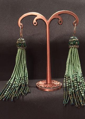 Серьги кисти из бисера и кристаллов ручной работы на заказ