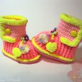 Пинетки- сапожки кораллово- розовые с желтой обвязкой для девочки