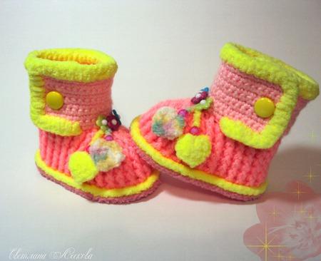 Пинетки- сапожки кораллово- розовые с желтой обвязкой для девочки ручной работы на заказ