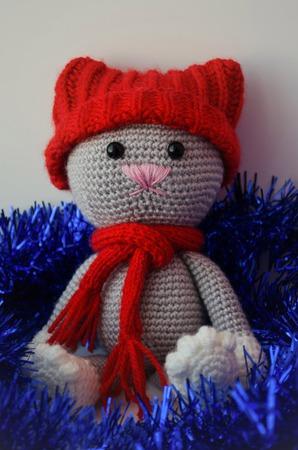 Мягкая игрушка Котик в шапочке ручной работы на заказ