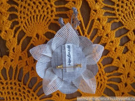 Льняная брошка в эко-стиле ручной работы на заказ