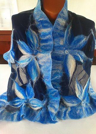 """Шарф-палантин валяный """" Синие цветы"""" ручной работы на заказ"""