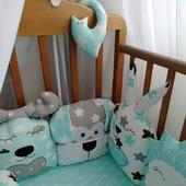 Бортики-игрушки в кроватку для новорожденных
