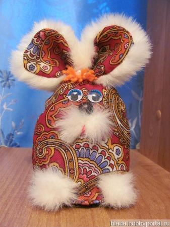 Сувенир -зайка из Павлов-Посадского платка ручной работы на заказ