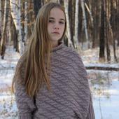 фото: Одежда (вязаный спицами свитер)