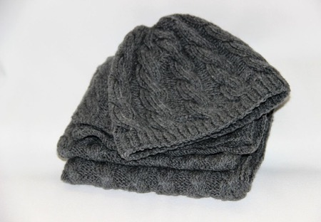 Вязаный комплект: шапочка и шарф ручной работы на заказ