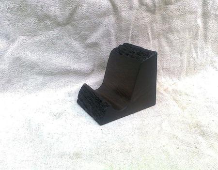 Подставка под телефон из мореного дуба ручной работы на заказ