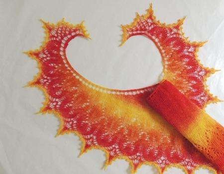 Солнечная ажурная шаль серповидная. ручной работы на заказ