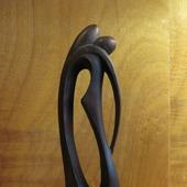 Скульптура из дерева Поцелуй