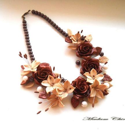 Колье  с розами Шоколадный десерт с лилиями ручной работы на заказ