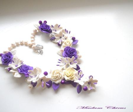 Колье с сиреневыми розами и лилиями ручной работы на заказ
