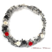 Черно белое колье из кварца и роз
