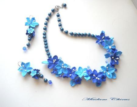 Серьги и колье с голубыми лилиями Охотница ручной работы на заказ