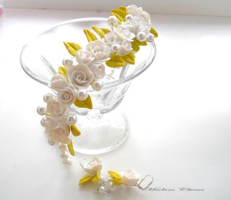 Свадебные колье и серьги  Нежность в белом ручной работы на заказ