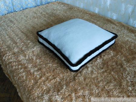 Шерстяная подушка ТИГР ручной работы на заказ