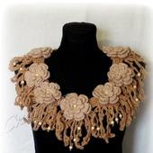 Вязаное украшение бохо-воротник на пуговке в деревенском стиле
