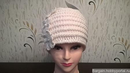 Белая шапочка ручной работы на заказ
