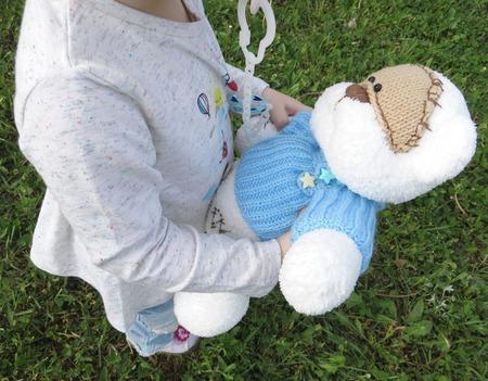 Мишка вязаный в голубом свитере ручной работы на заказ