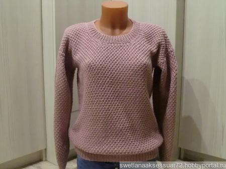Объемный женский пуловер пудрово-розового цвета ручной работы на заказ