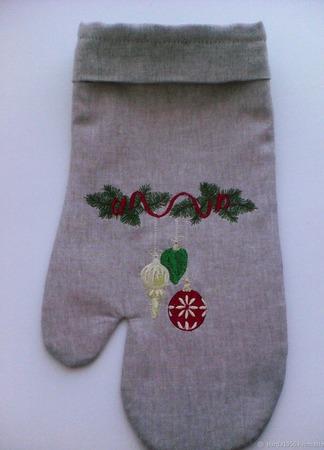 Рукавица для новогодних подарков ручной работы на заказ