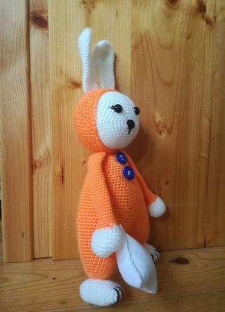 Игрушка вязаная Зайка в пижаме с лавандовой подушечкой ручной работы на заказ