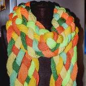 Теплый шарф, вязаный спицами,  Яркий такой