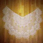 Кружевная белая шаль