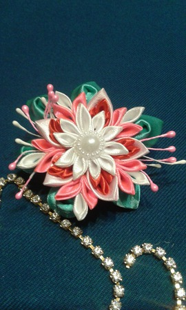 Цветочек на резиночке ручной работы на заказ