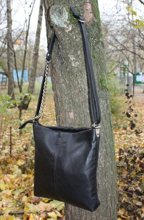 """Сумочка женская кросс-боди """"Черничка"""" черная на длинном ремешке ручной работы на заказ"""