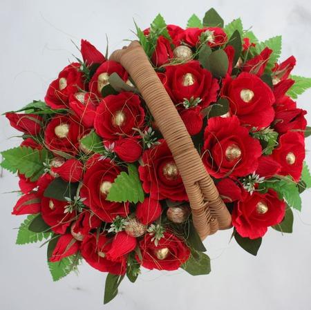 Красные розы, букет из конфет ручной работы на заказ