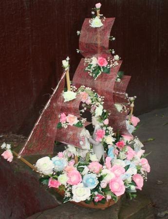 Свадебный корабль из конфет Алые паруса, букет из конфет ручной работы на заказ
