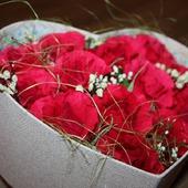 Сердце в подарок, букет из конфет в коробке