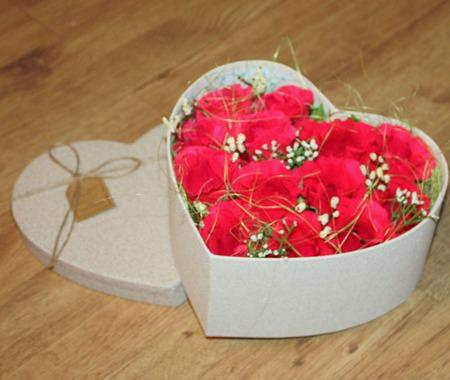Сердце в подарок, букет из конфет в коробке ручной работы на заказ