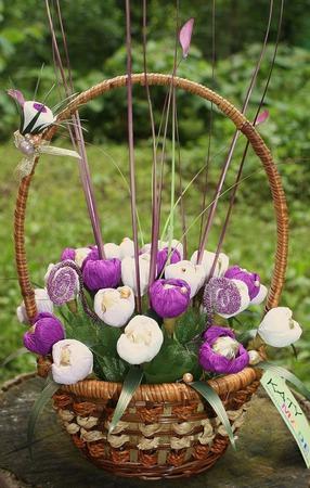 Весенние крокусы, букет из конфет ручной работы на заказ
