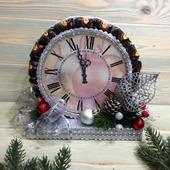 Новогодние часы из конфет и печенья