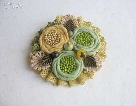 """Брошь цветок """"Кувшинки"""" бохо зеленая желтая коллекция ручной работы на заказ"""