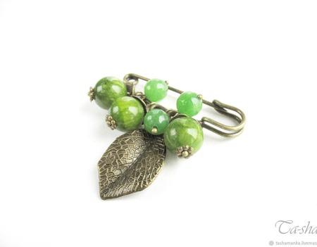 """Брошь булавка """"Крыжовник"""" с камнями зеленая ручной работы на заказ"""
