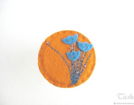"""Брошь из фетра """"Июльский полдень"""" с цветами синяя горчичная ручной работы на заказ"""